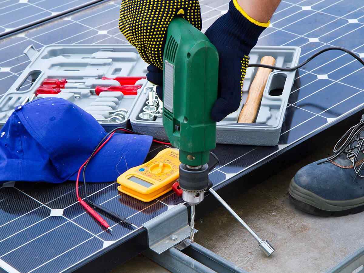 https://solarpanelsjacksonville.com/wp-content/uploads/2018/10/inner_service_03.jpg